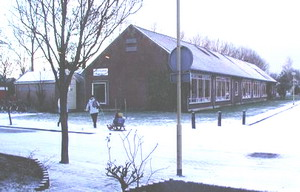 Description: elementary school in winter