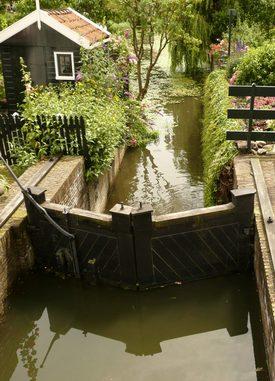 Description: Description: Description: Photo of loch in Edam, The Netherlands by Susan Kramer