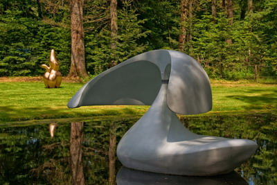 floating sculpture by Marta Pan, Sculpture flottante, Otterlo, 1960-1961, polyester reinforced with fiberglass, aluminium, Kroeller Mueller Museum, The Netherlands